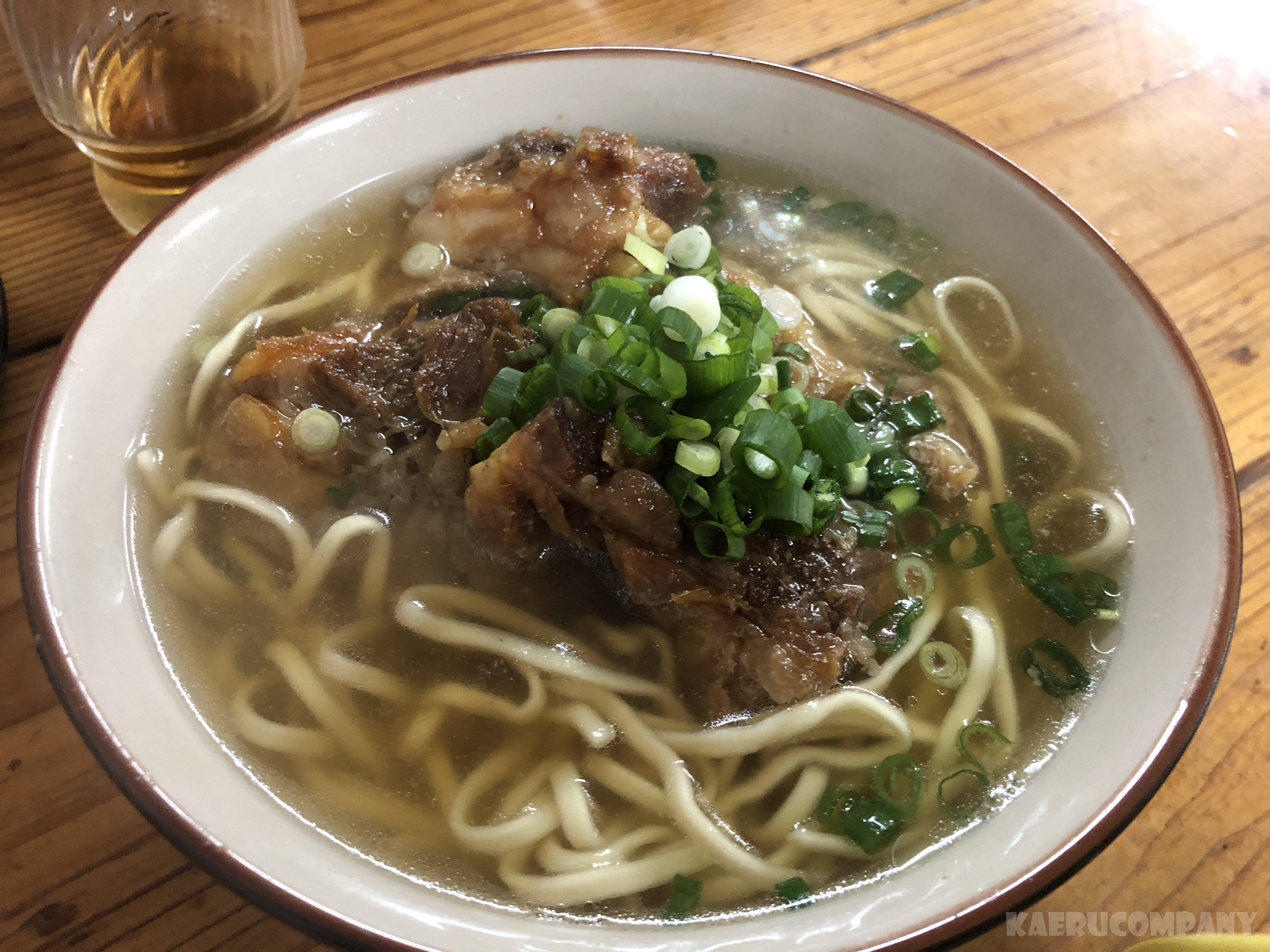 那覇で沖縄そばを食べるならここ!那覇空港から9分【亀かめそば】